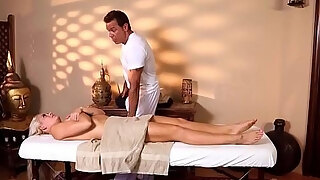 inked milf with bigtits gives dt to massagist