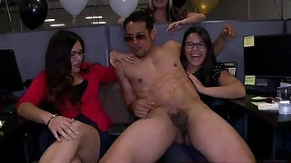 03 milfs caught brutish on clip at cfnm party05