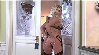 shaved blond milf niki lee young finger fucks her taut muff