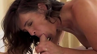 mature mummy receives jizz