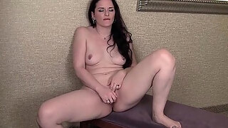brunette milf caroline masturbates