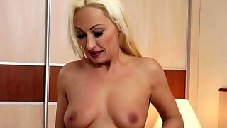 mature gets her pussy licked and fucked